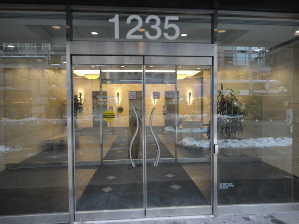 dentalstudios Yorkville  street entrance 1235 Bay St.